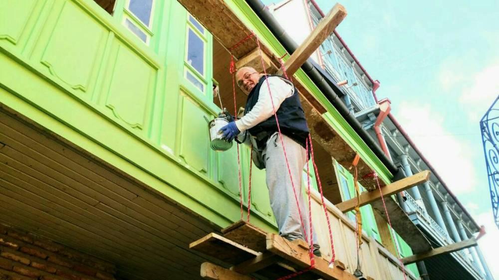 die typischen Holzlauben und -balkone der tifliser Altstadt haben ihren besonderen Charme